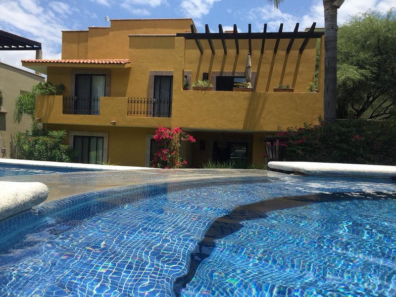 NICE AND HOMELIKE APARTMENT. LOCATED IN PRIVATE RESIDENTIAL. 8 MIN  FROM DOWNTOW, holiday rental in El Santuario