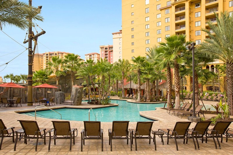 Cozy Condo Adjacent to Disney w/ 2 Lazy Rivers, 5 Outdoor Pools and More!, holiday rental in Bay Lake