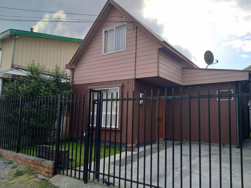 Casa cómoda y equipada para 6 y hasta 8 personas, location de vacances à Puerto Montt