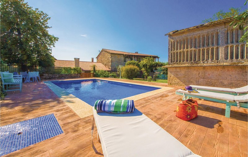 Stunning home in Cernedo with Outdoor swimming pool, WiFi and Outdoor swimming p, vacation rental in Ricovanca