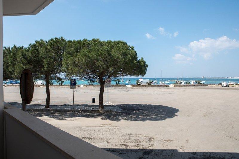 Appartamento Lungomare DX | PC04C, holiday rental in Scala di Furno