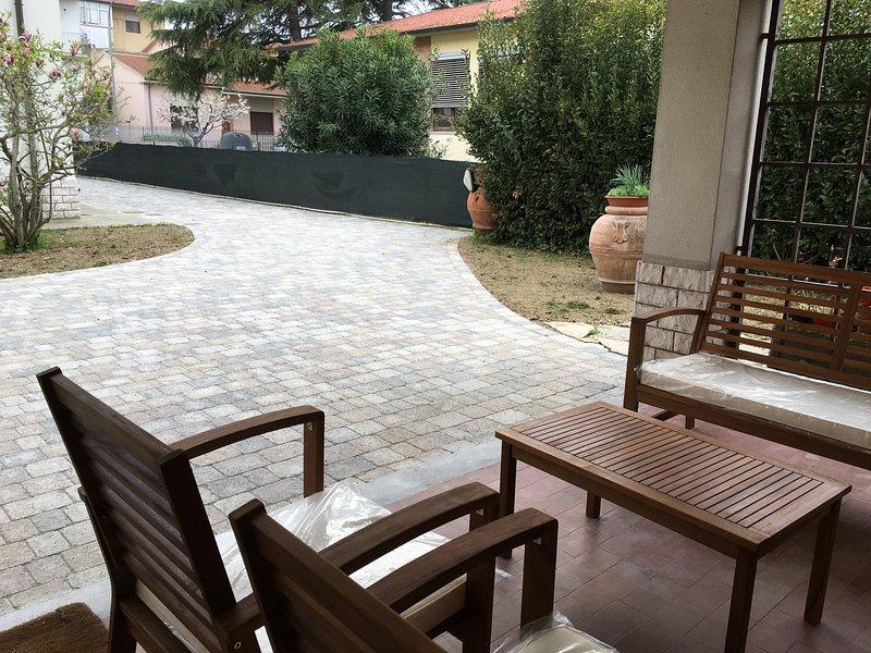 VILLETTA INDIPENDENTE CON GIARDINO, holiday rental in Mezzana-Colignola