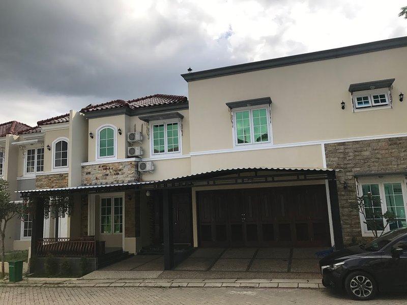 Caramel Homestay, your private homestay in Bogor, Ferienwohnung in Bogor