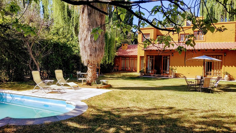 Cozy and Big House Walk to Wineries, the Land of Malbec Chacras de Coria, holiday rental in Lujan de Cuyo