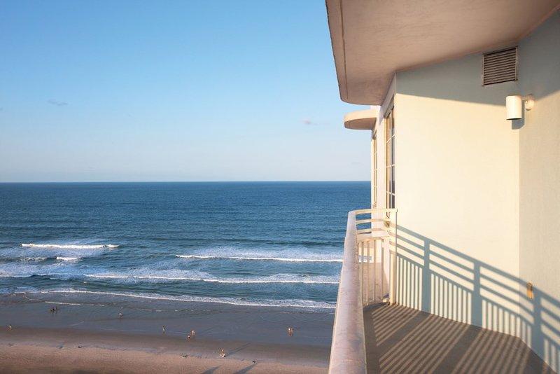 Vibrant Club Wyndham Ocean Walk, 2 Bedroom Deluxe, holiday rental in Holly Hill