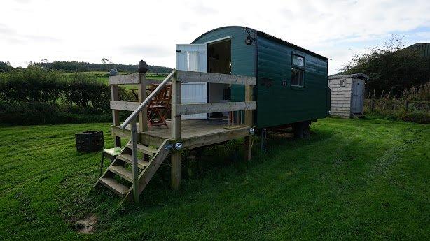 Shepherd's Hut * Westcote, holiday rental in Denholm