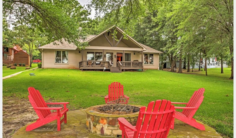 4 bdrm lakefront property with private dock, holiday rental in Eustace