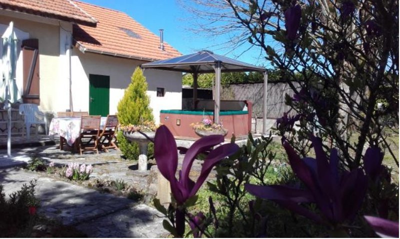 Amazing house with garden & terrace, vakantiewoning in Monguilhem