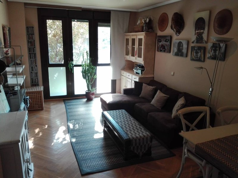 Nice apt with shared pool, location de vacances à San Fernando de Henares