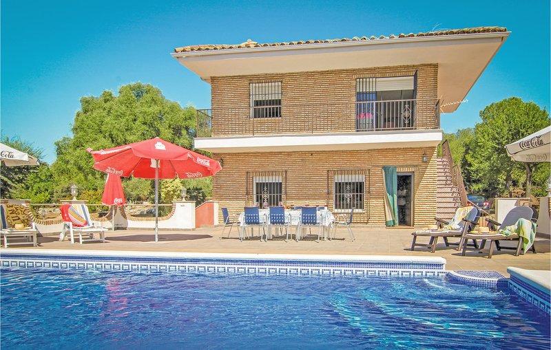 Nice home in Almodóvar del Río with WiFi and 7 Bedrooms (EAC183), casa vacanza a Rivero de Posadas