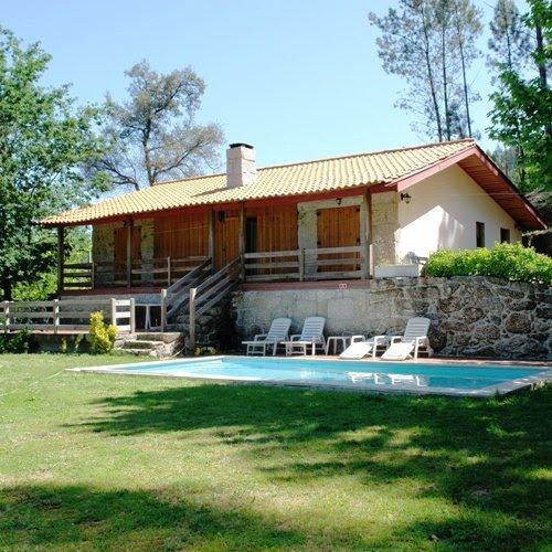 Amazing villa with swimming-pool, location de vacances à Tabuacas