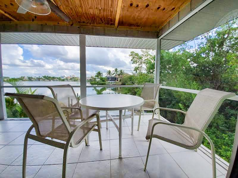 Island Paradise | 2-Bedroom Steps from Beach, vacation rental in Survey Creek