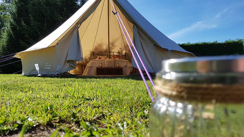 Roe Deer Fields - Luxury Glamping Accomodation, vacation rental in Lacock