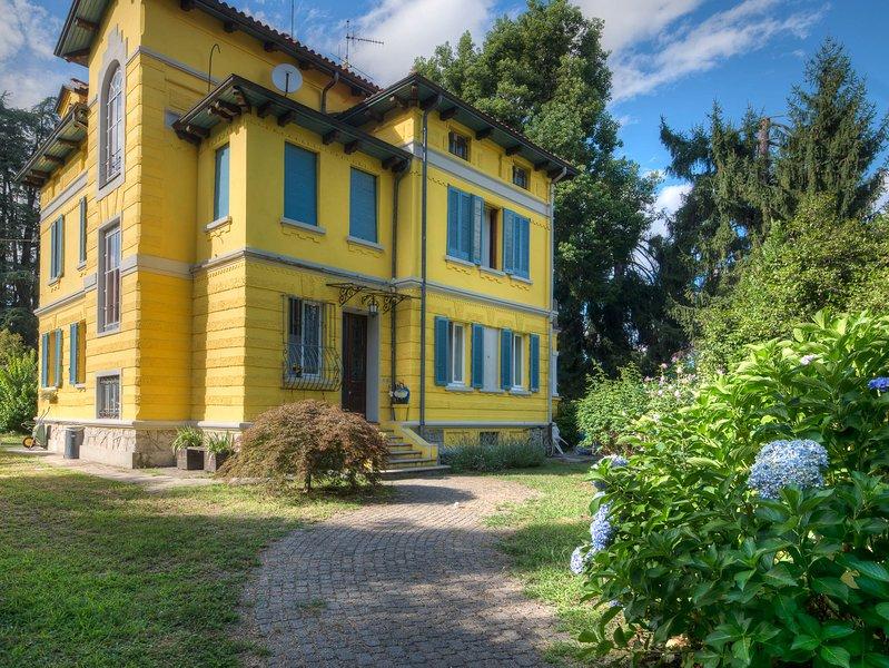 Casa Yin e Yang in belle epoque Villa, vacation rental in Vezzo