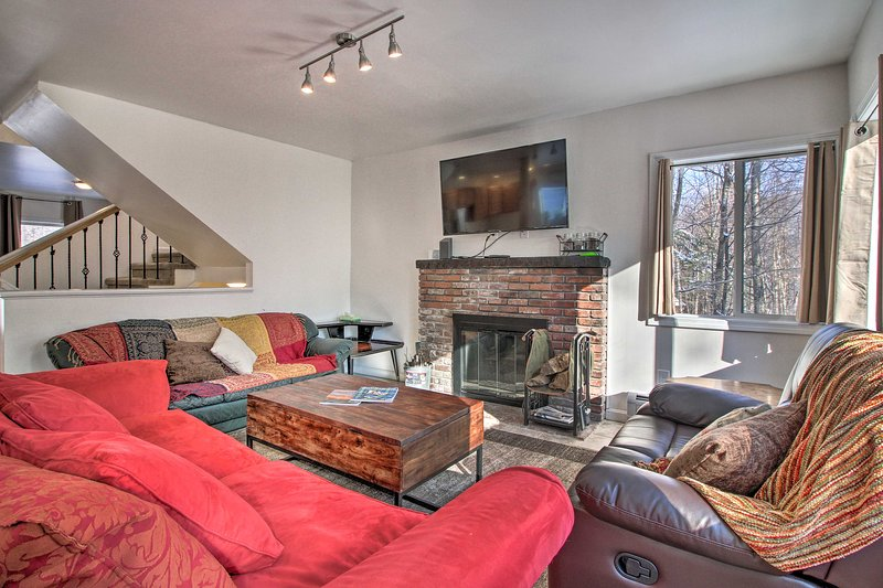 NEW! Stylish Killington House - 3 Miles to Skiing!, alquiler vacacional en Barnard