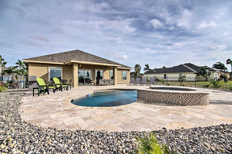 Laguna Vista Resort-Style Home, Private Pool & Spa, alquiler de vacaciones en Olmito