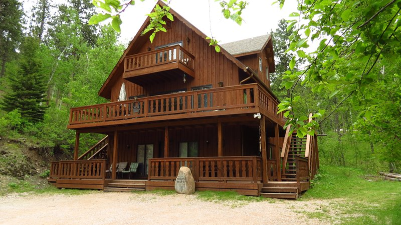 Moose Haven Close to Lake Pactola and centrally located to attractions!, holiday rental in Rapid City