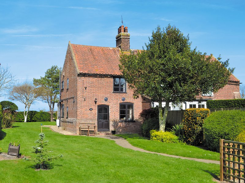 Lanthorn Cottage, holiday rental in Honing