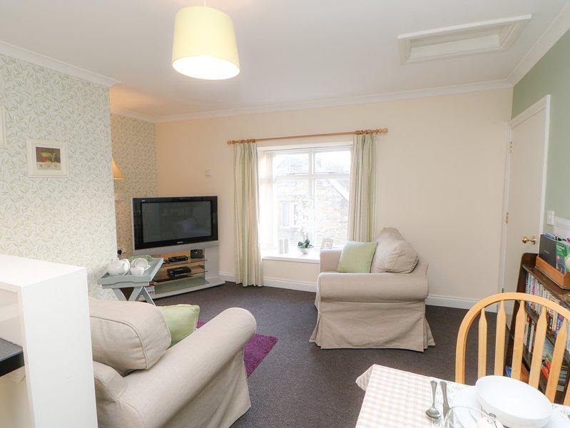 OLD QUEEN'S HEAD, second floor apartment, en-suite bedroom, in Wolsingham, Ref, vacation rental in Wolsingham