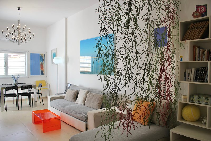 Rabin Square - CENTER, sunny and quiet, Ibn72, vacation rental in Ramat Gan