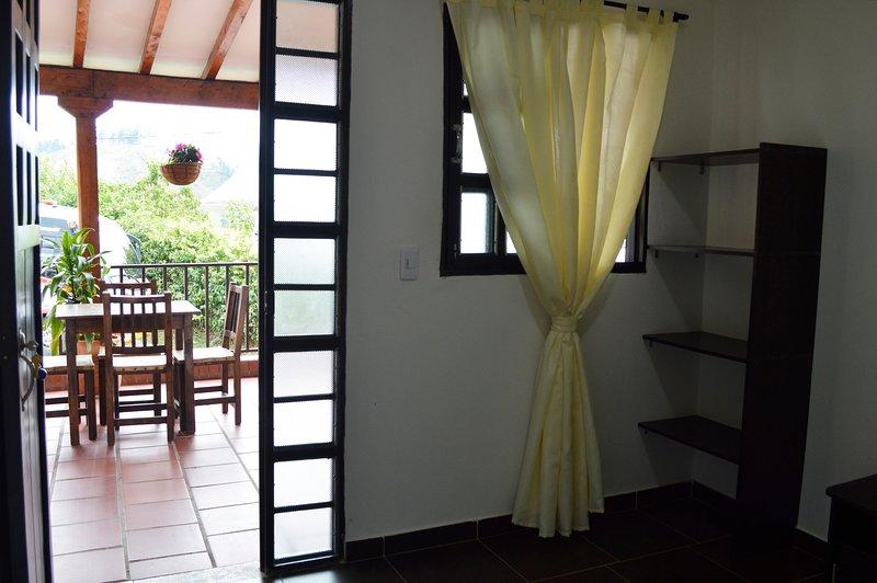 Habitacion confortable en Balcones de la Casona Hostel, aluguéis de temporada em Guatape