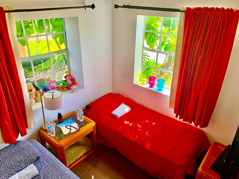 C. Deonsbnb - Miami Small Single room - Smoke Friendly, vacation rental in Miami