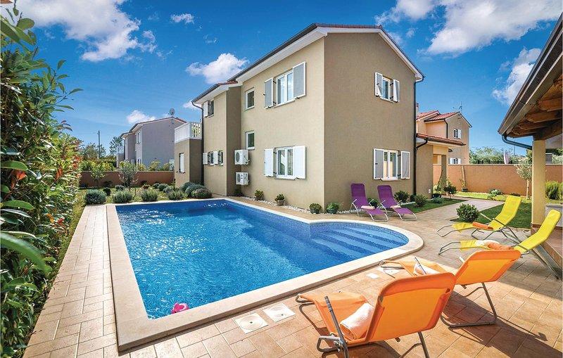 Nice home in Loborika with WiFi and 3 Bedrooms (CIC174), holiday rental in Loborika