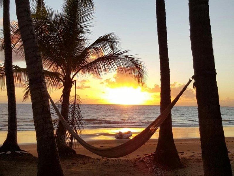 The Pines on Oak Beach - Absolute Beachfront, casa vacanza a Oak Beach