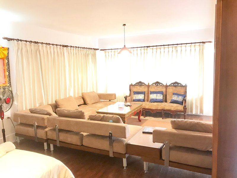 fully furnished apartment, aluguéis de temporada em Catmandu