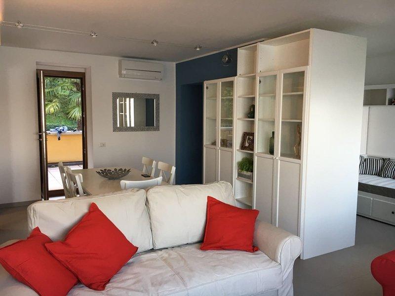 Bmp Apartment Camelia -  Attico fronte Lago Maggiore, vacation rental in Belgirate