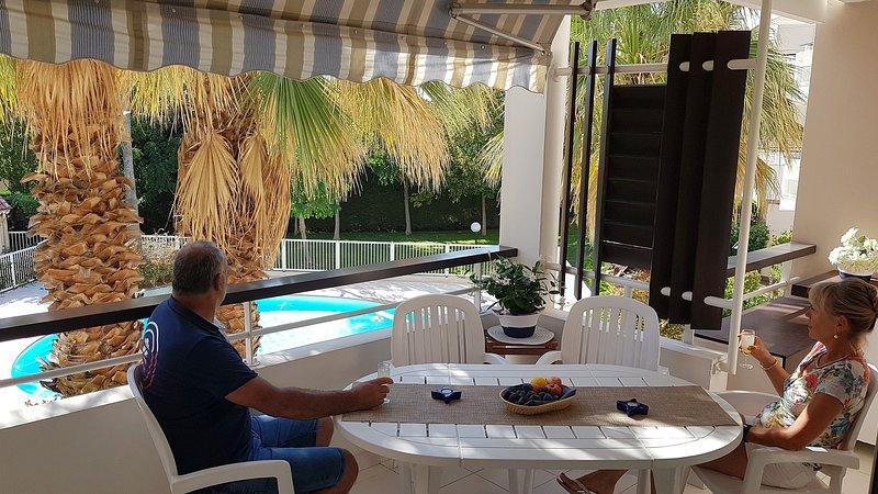 Très bel appartement en bord de mer pour 5 - clim, wifi, garage et vue piscine, holiday rental in Saint-Raphael