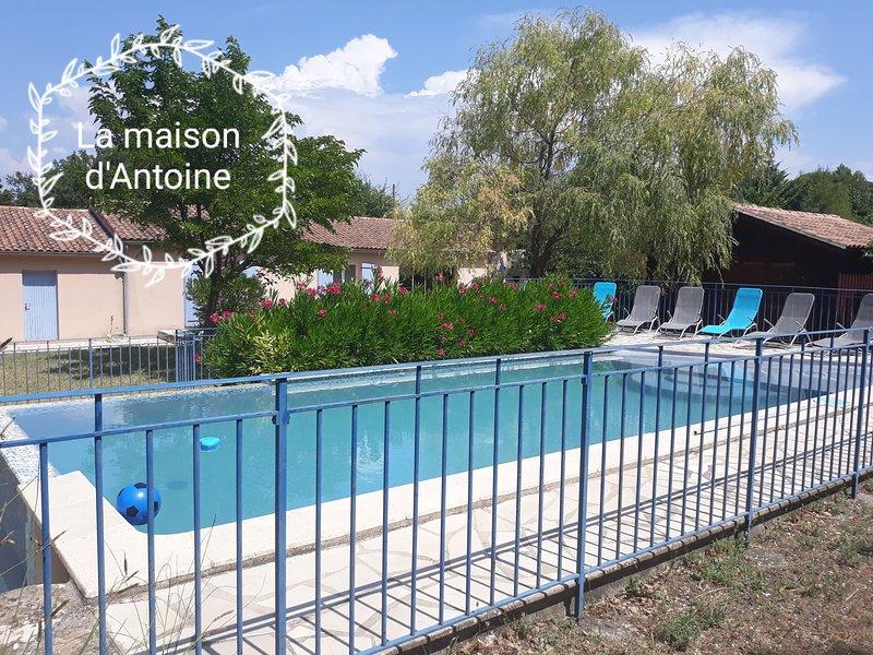 Grande maison familiale entre Provence et Lubéron, casa vacanza a Le Beaucet