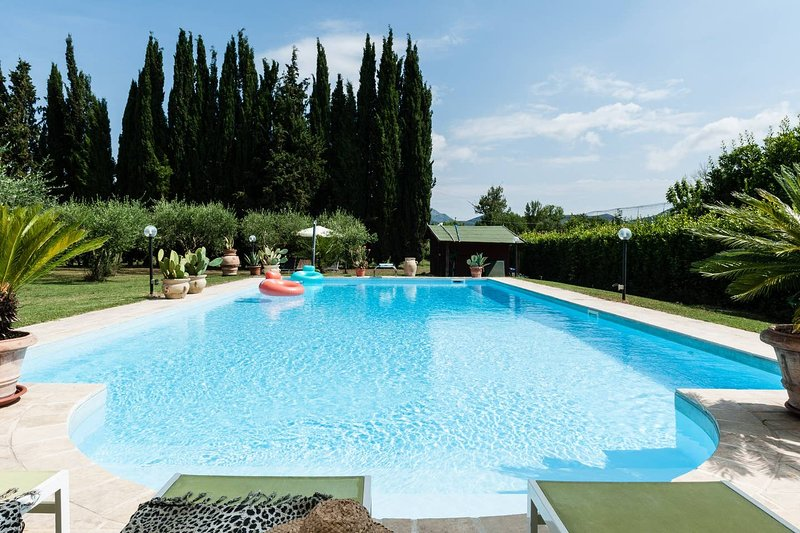 Beautiful villa with swimming-pool, holiday rental in Madonna Dell'Acqua