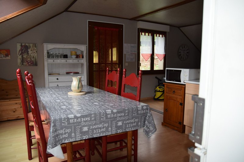 Acconat-Gite 4 pièces 8 personnes, holiday rental in Belval