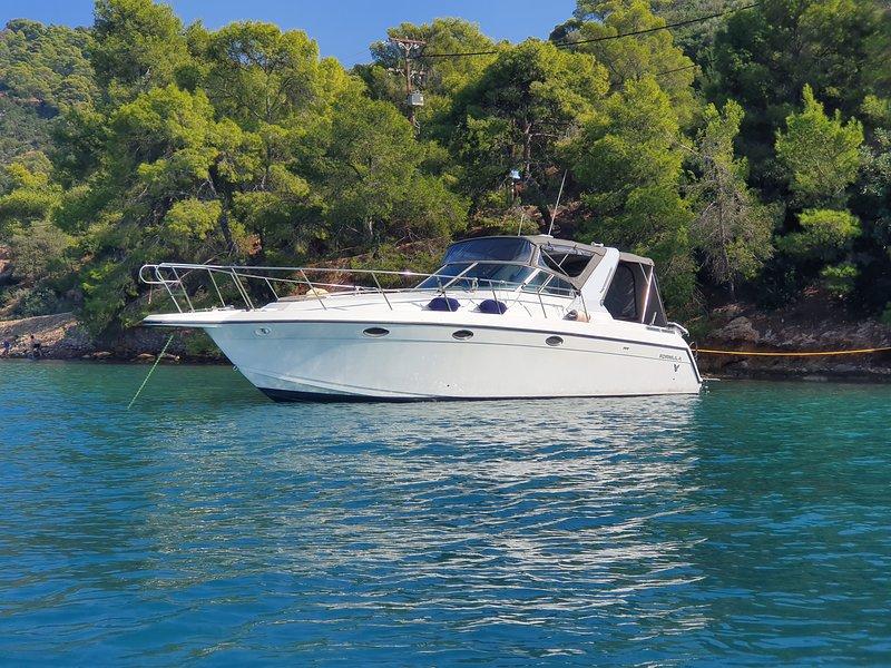 """Disfrute de un inolvidable crucero de un día a las islas del Golfo Sarónico con la lancha rápida de 37 pies """"NAMA"""""""