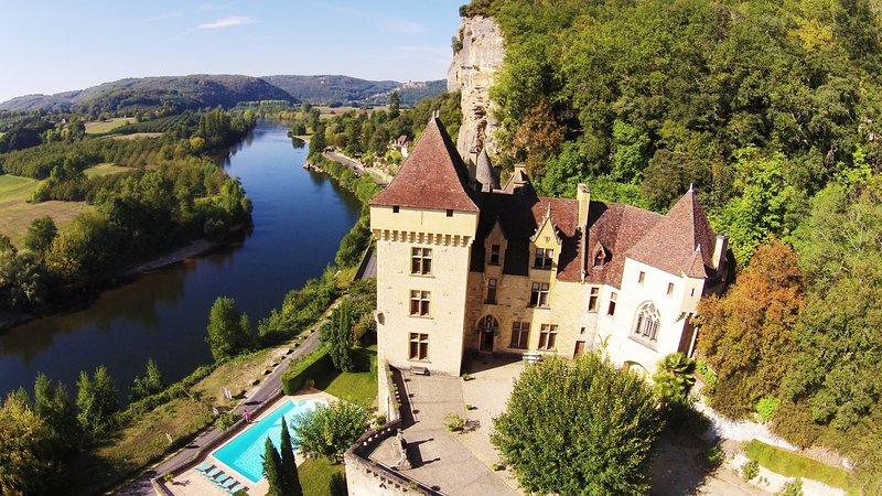 CHATEAU DE LA ROQUE GAGEAC: Magnificient castle overlooking the Dordogne river, location de vacances à La Roque-Gageac