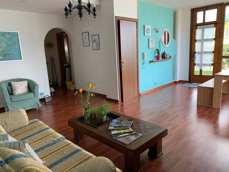 Beautiful apartment with garden, location de vacances à Magliaso