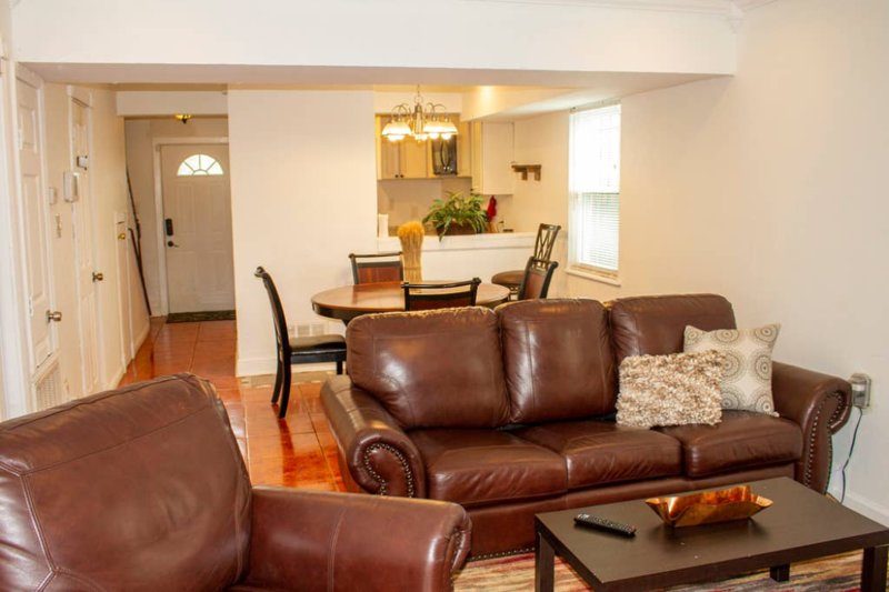 Comfortable Centrally Located Townhome, alquiler vacacional en Kenner