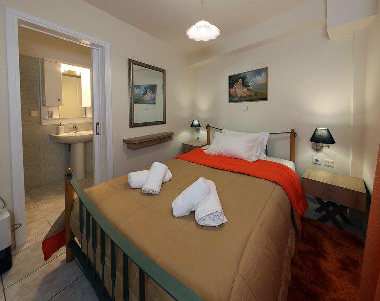 Close to Nafplion centre Modern Apartment for 4 ideal for families - Casa Vostra, location de vacances à Nea Tiryntha