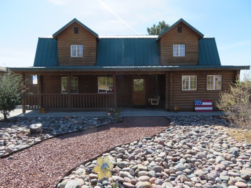 Charming & Rustic Log Cabin Home Near Central Mesquite, holiday rental in Mesquite