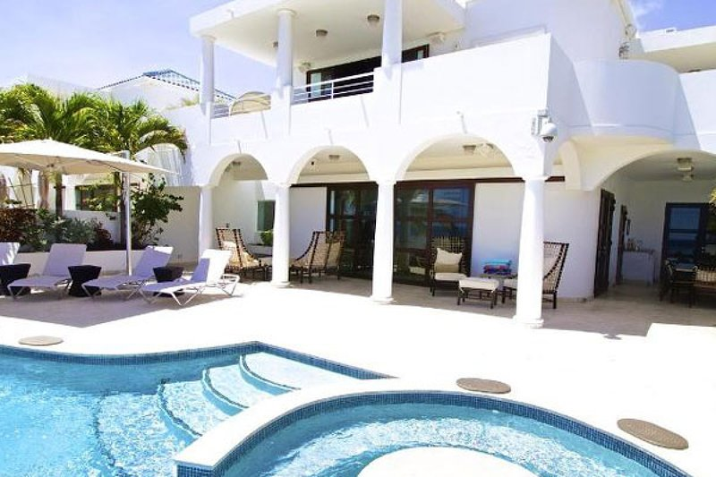 Villa Bahari | Beach Front - Located in Fabulous Cupecoy with Private Pool, holiday rental in Sint Maarten