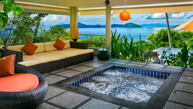 Jacuzzi in centre of Living area with stunning ocean views