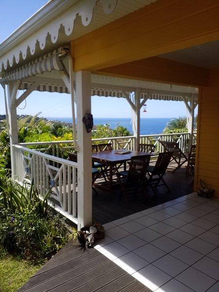 Villa créole avec belle vue mer et pitons du carbet, holiday rental in Arrondissement of Saint-Pierre