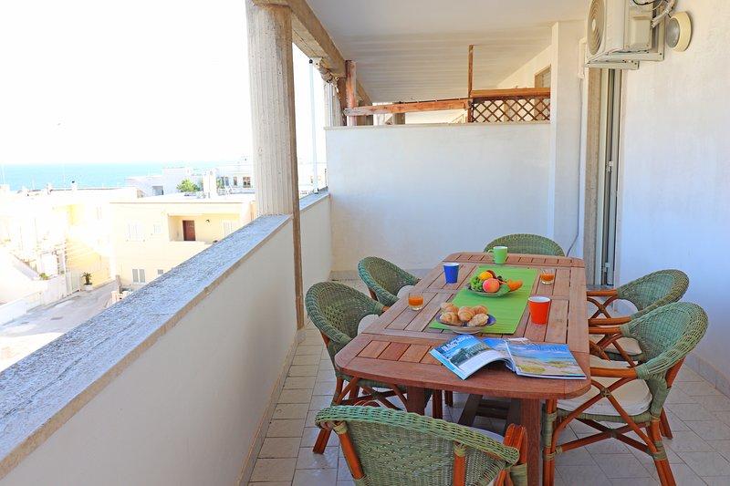 Casa vacanze calipso a Otranto Salento, vista mare 6 posti letto, location de vacances à Otranto