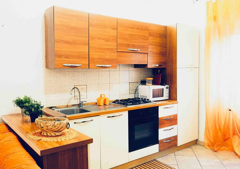 Nice apartment with balcony & Wifi, vacation rental in Ostia Antica