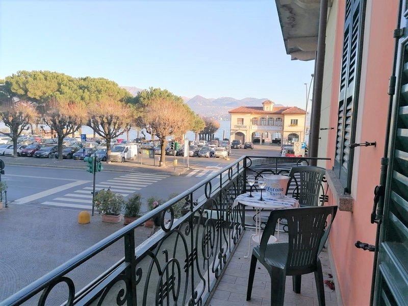 Brezza di Lago in the center of Stresa with balcony, location de vacances à Vedasco