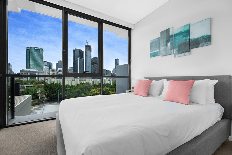 Two-Bed with City Views and Parking Near Galleries, holiday rental in Indooroopilly
