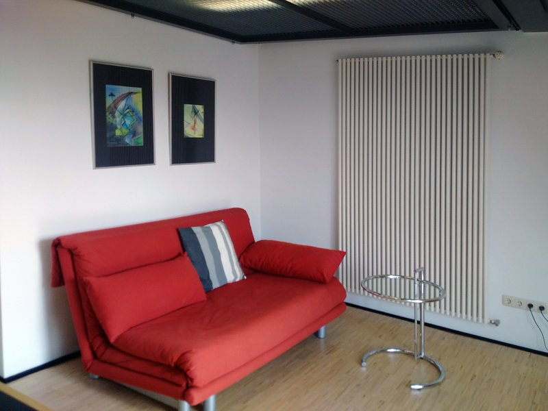 Modernes Dachstudio in guter Lage, vacation rental in Erfurt
