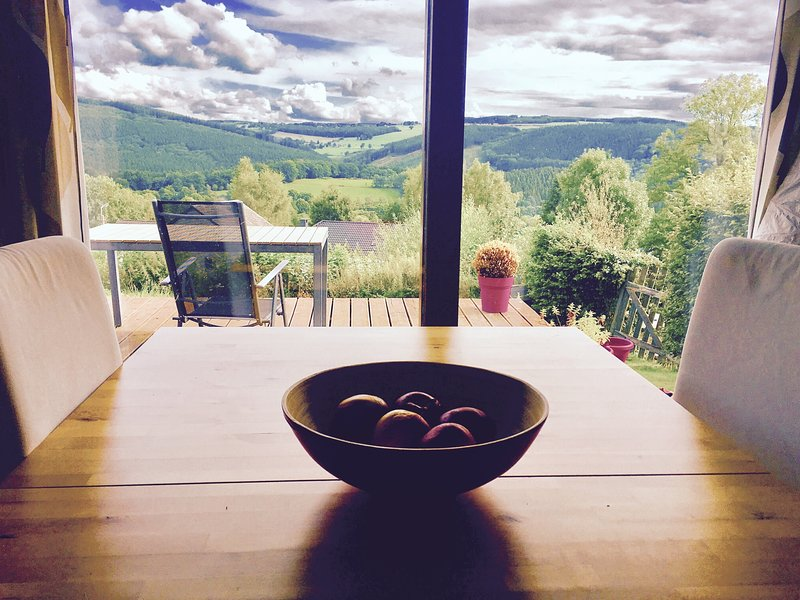 Warm Cottage with a beautiful view !, holiday rental in Stavelot