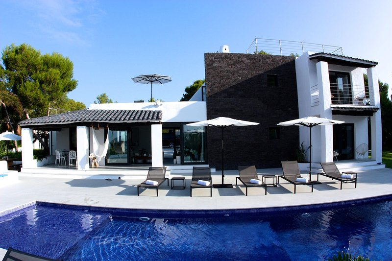 Villa Stylish, holiday rental in Cala Comte